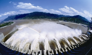 三峡大坝工程泄洪全景