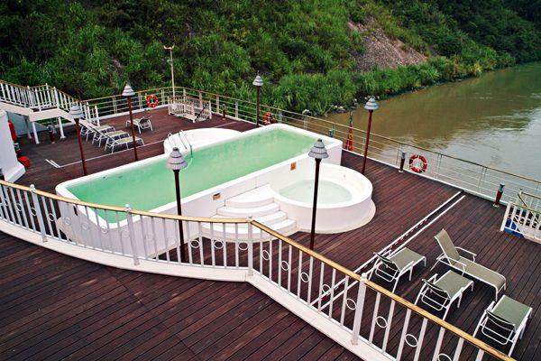 长江黄金2号_黄金二号游船冲浪游泳池